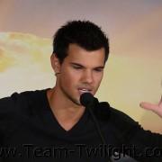 Imagenes/Videos Promocion de Amanecer Part 2 (USA) 555c49218229073