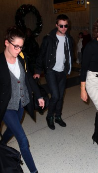 Robsten - Imagenes/Videos de Paparazzi / Estudio/ Eventos etc. - Página 10 F6212f222025502