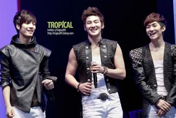 [PICS]121125- NU'EST no K-Pop Star Give Concert 25259c223238723