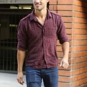 Taylor Lautner - Imagenes/Videos de Paparazzi / Estudio/ Eventos etc. - Página 38 9a506f224498674