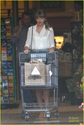 Taylor Swift - at a grocery store in LA 4/3/13
