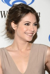 Willa Holland - WonderCon at the Anaheim Convention Center in Anaheim
