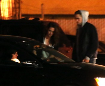 Robsten - Imagenes/Videos de Paparazzi / Estudio/ Eventos etc. - Página 10 7561b5248202420