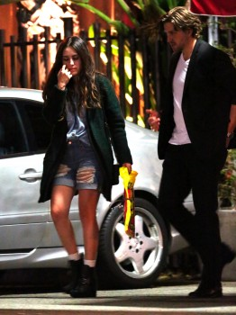 Robsten - Imagenes/Videos de Paparazzi / Estudio/ Eventos etc. - Página 10 E5588f248201393