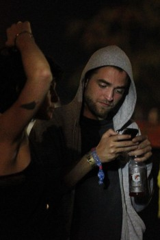 Robsten - Imagenes/Videos de Paparazzi / Estudio/ Eventos etc. - Página 10 798b17248715899