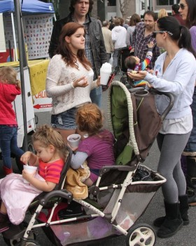 221db5248933913 Ariel Winter   out and about candids at Farmer's Market in Studio City, April 14, 2013 candids