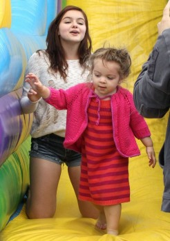 9e20fa248933776 Ariel Winter   out and about candids at Farmer's Market in Studio City, April 14, 2013 candids