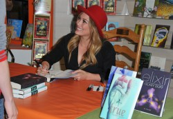 Hilary Duff - signs copies of her new book 'True' in LA 4/16/13