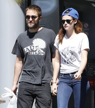 Robsten - Imagenes/Videos de Paparazzi / Estudio/ Eventos etc. - Página 10 119b2f249860158