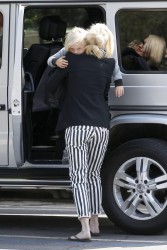 Gwen Stefani - Picking up her son from school in LA 5/8/13