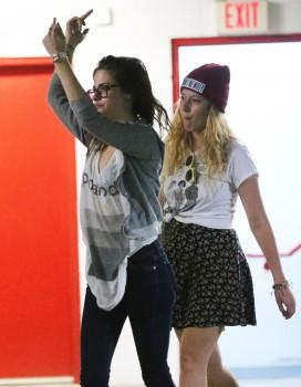 Kristen Stewart - Imagenes/Videos de Paparazzi / Estudio/ Eventos etc. - Página 31 B1352e256029732