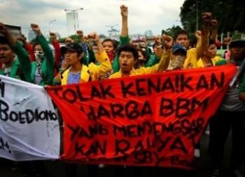 Mahasiswa berunjuk rasa anti kenaikan BBM / Republika