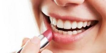 Memakai lipstik mengandung SPF - Ist