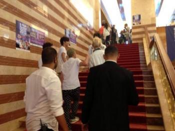 [PICS] 130629 NU'EST entrevista + mini show na Turquia (Turkey) 875349263501517