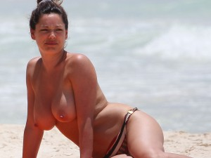 Toples de Kelly Brook en Cancun