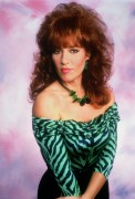 Katey Sagal vs. Patricia Richardson- Favorite 90's mom