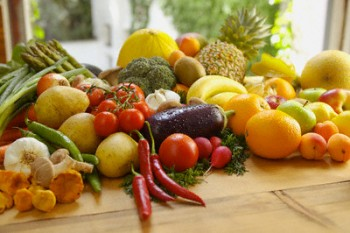 Mengonsumsi buah dan sayur saat sahur - Ist