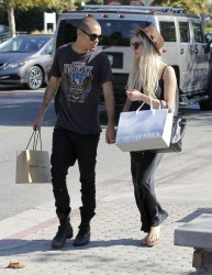 Ashlee Simpson - Shopping in Malibu 9/14/13