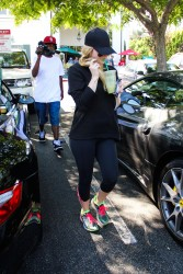 Avril Lavigne in Spandex at Bristol Farms in California x6 HQ