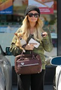 Paris Hilton stops by 7 Eleven in Beverly Hills April 3-2015 x8