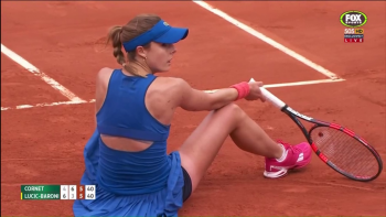 Alize Cornet French Open 2015 - splits