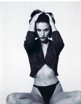 Courteney Cox: Sexy B&W Pic: MQ x 1