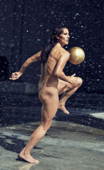 sexy woman that play soccer nude