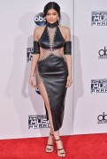 """Kendall Jenner and Kylie Jenner """"The 2015 American Music Awards - Arrivals held at Microsoft Theatre """" Los Angeles, CA 22.11.2015 (x185) Updated 2 A92605448906647"""