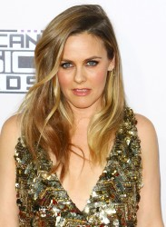 Alicia Silverstone - Alicia Silverstone attends the 2015 American Music Awards at Microsoft Theater in Los Angeles - November 22, 2015 (15xHQ) 5965c6449002494