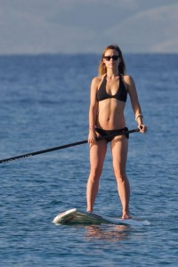 Olivia Wilde paddleboarding in Maui on December 14, 2015