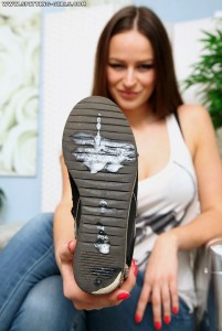 Spitting-Girls - Anfisa - Lick Anfisas shoe soles!