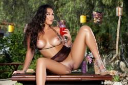 http://thumbnails105.imagebam.com/45458/c8c827454573713.jpg