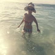 Linda Park - Instagram 29.12.2015 (bikini) x2