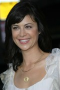 "Catherine Bell - ""Collateral"" Premiere at The Orpheum Theatre in Los Angeles 08/02/2004 x37 (jeans)"