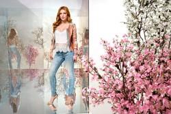 Bella Thorne en una campaña publicitaria de jeans  72d0f7465502129