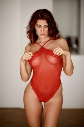 nackt Braun Christina Miss September