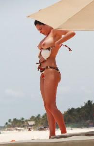 Toples de Kelly Brook en Cancun
